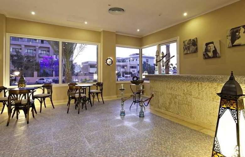 The Three Corners Royal Star Beach Resort - Bar - 28