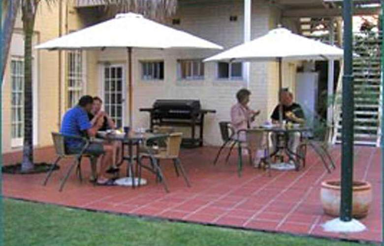 Glenferrie Lodge - Terrace - 4