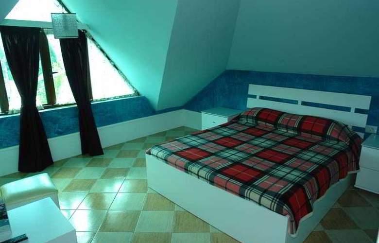 Vila Aeroport Rinas - Room - 1