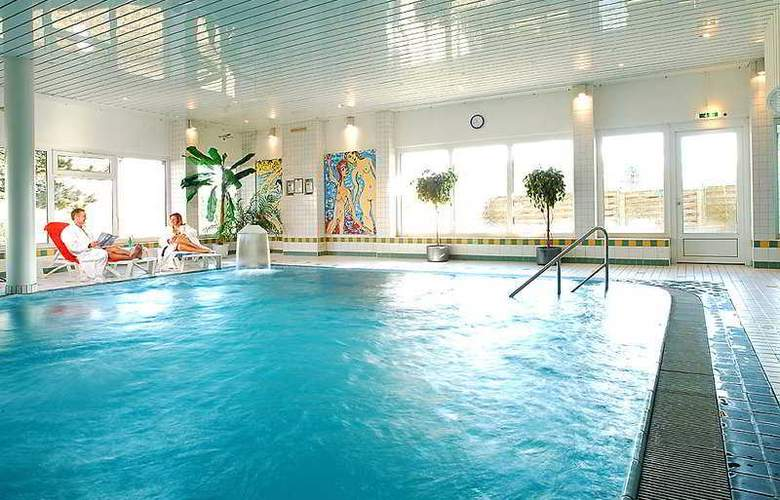 Tryp by Wyndham Bad Bramstedt - Pool - 3