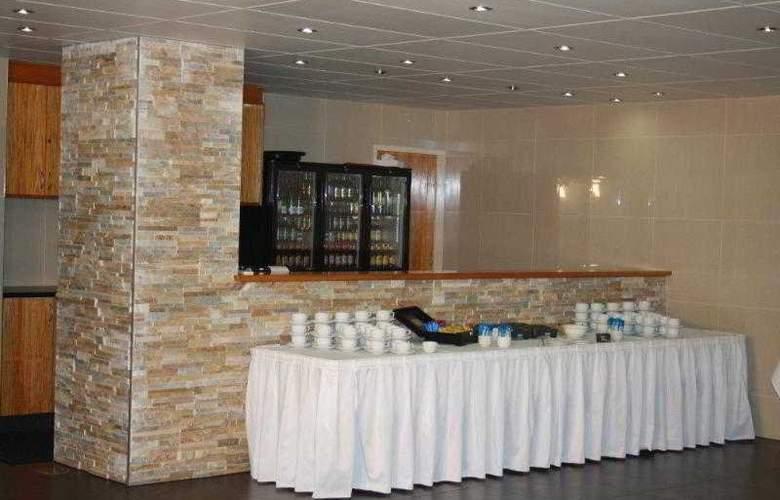 Comfort Inn & Suites Robertson Gardens - Restaurant - 3
