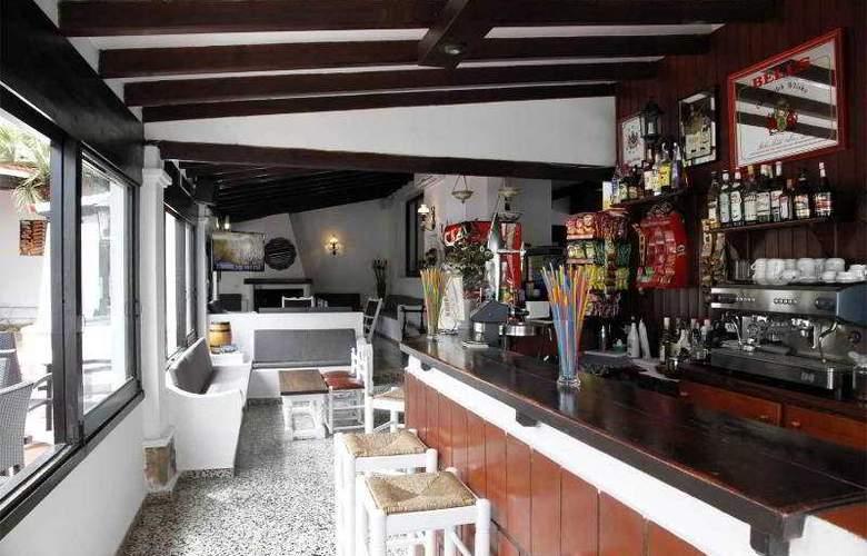 Azuline Hotel Galfi - Bar - 23