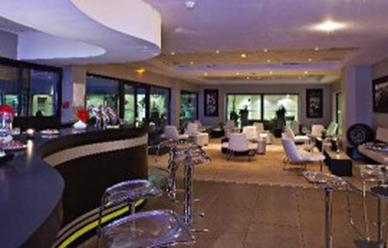 Best Western Grand Prix Hotel - Bar - 3