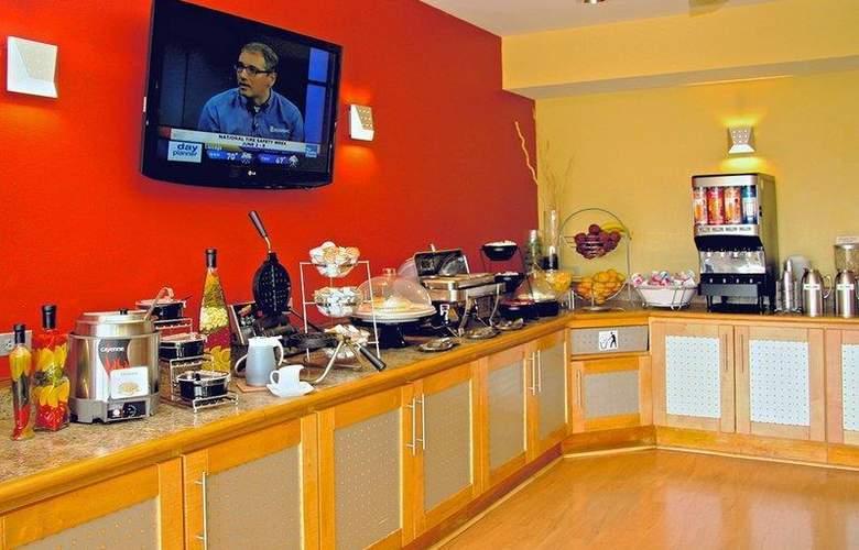 Best Western Plus Navigator Inn & Suites - Restaurant - 33