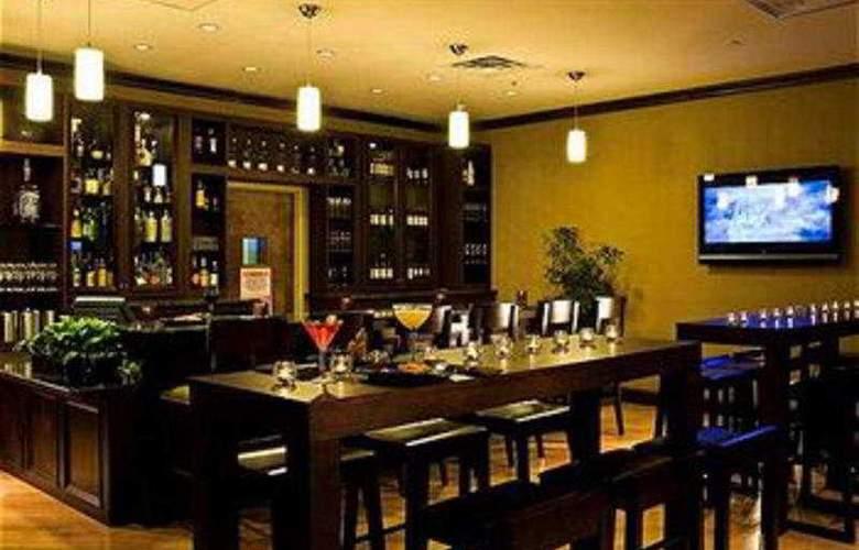Crowne Plaza Memphis - Bar - 7