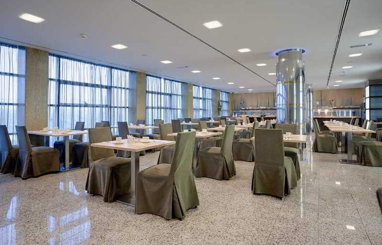 Crowne Plaza Madrid Airport - Restaurant - 44
