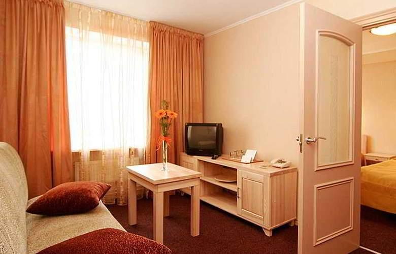 Tia - Room - 5