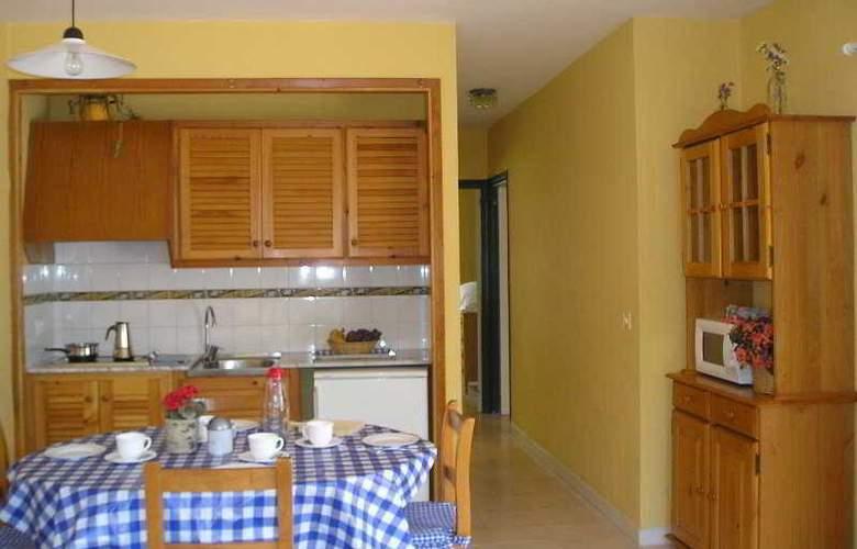 Las Brisas I & II - Room - 4