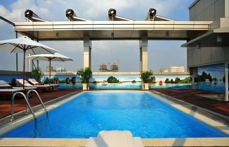 Golden Central Hotel Saigon - Pool - 12