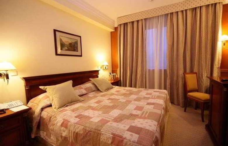 Peak Hotel - Room - 12