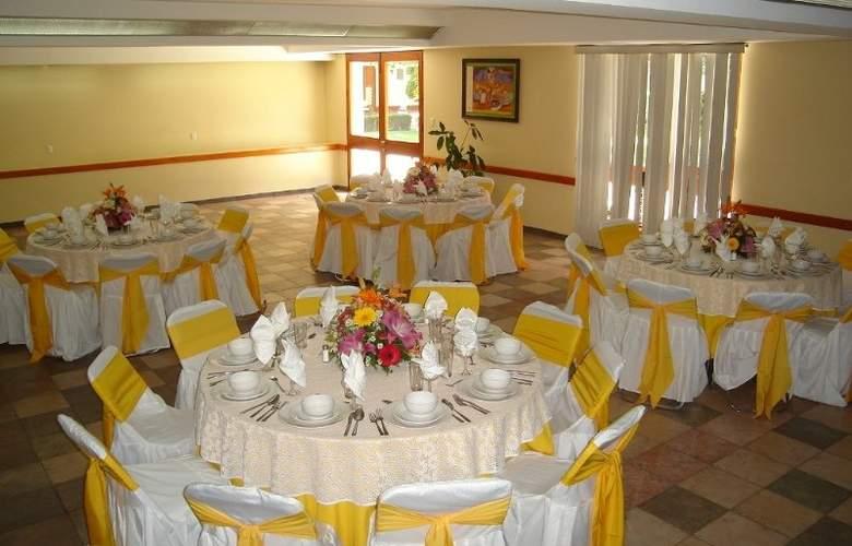 Los Olivos Spa - Restaurant - 13