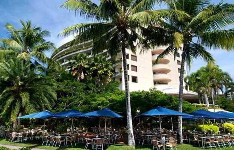 Hilton Cairns Hotel - Beach - 4