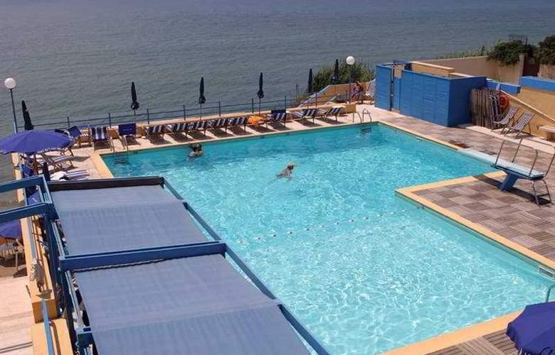 Grand Hotel Dei Cesari - Pool - 0