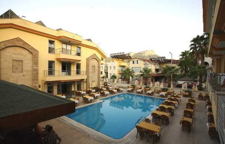 Grand Lukullus Hotel - Pool - 5