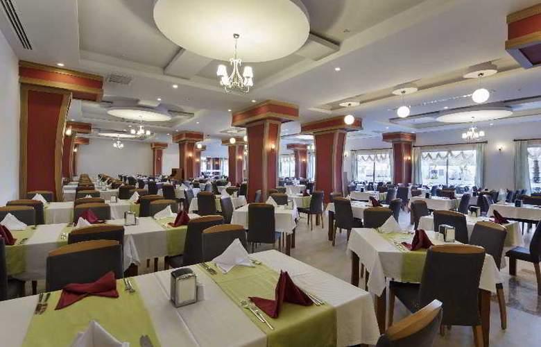 Zen The Inn Resort & Spa - Restaurant - 17