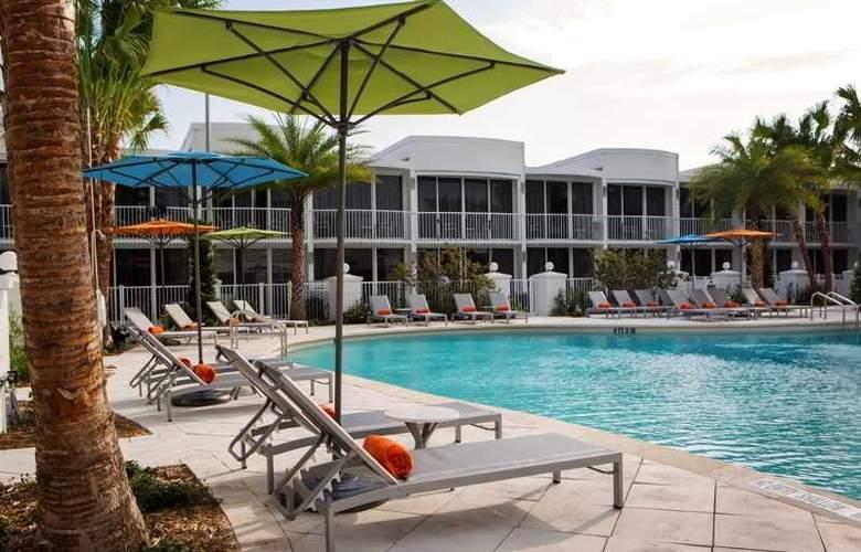 B Resort & Spa - Pool - 15
