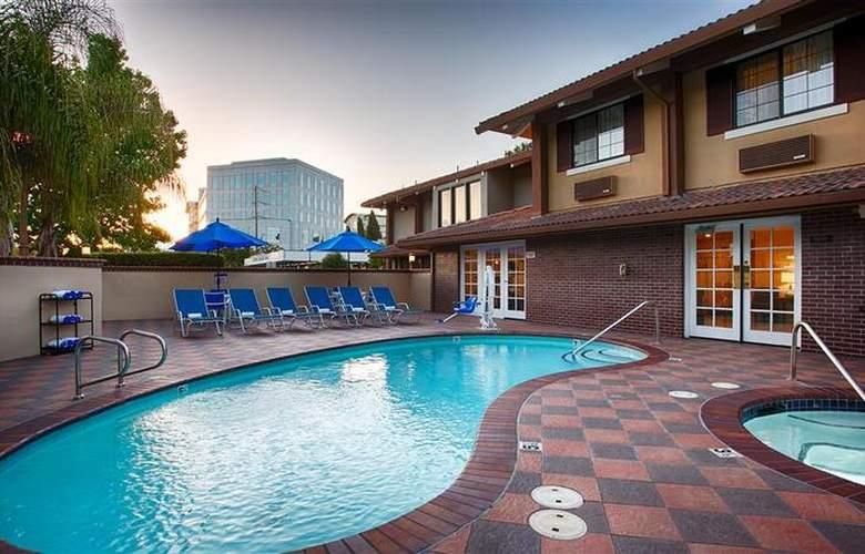 Best Western Plus Mountain View Inn - Pool - 41