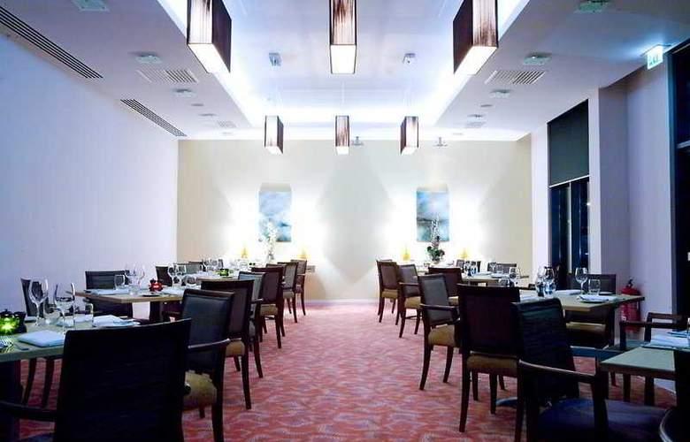 Radisson BLU Waterfront Hotel - Restaurant - 10