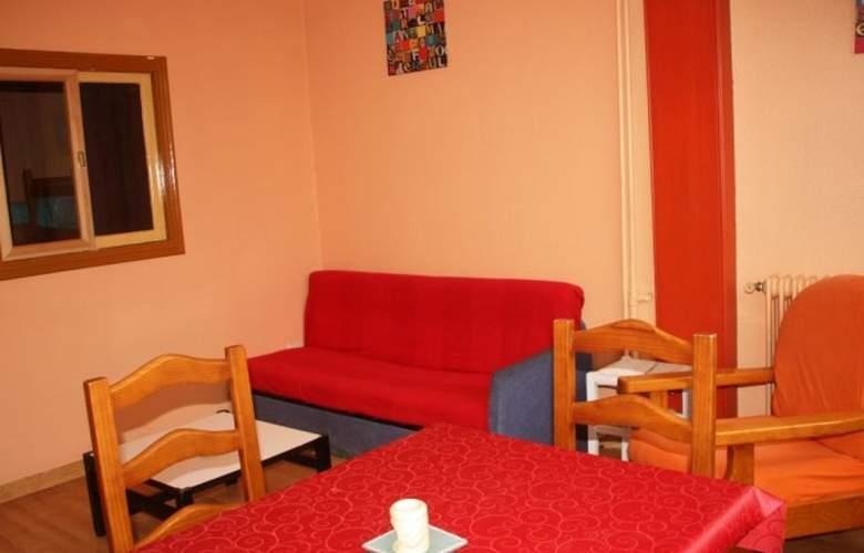 Apartamentos Candanchú 3000 - Room - 4