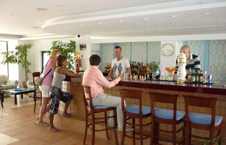 Elmi Suites - Bar - 4