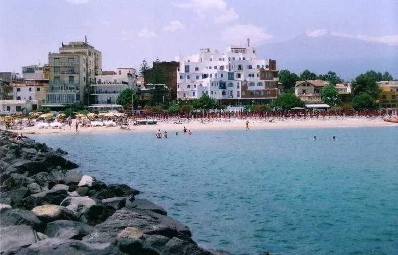 Sporting Baia - Beach - 1