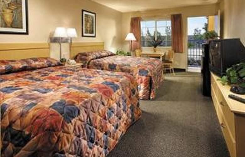 Rodeway Inn Ontario Mills Mall - Room - 4