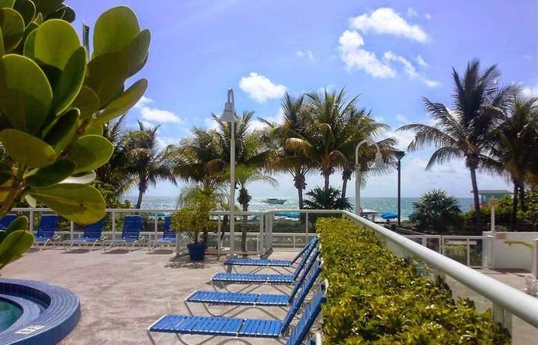 Best Western Plus Atlantic Beach Resort - Pool - 1