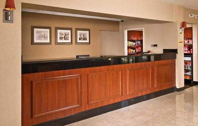 Courtyard Richmond West - Hotel - 14