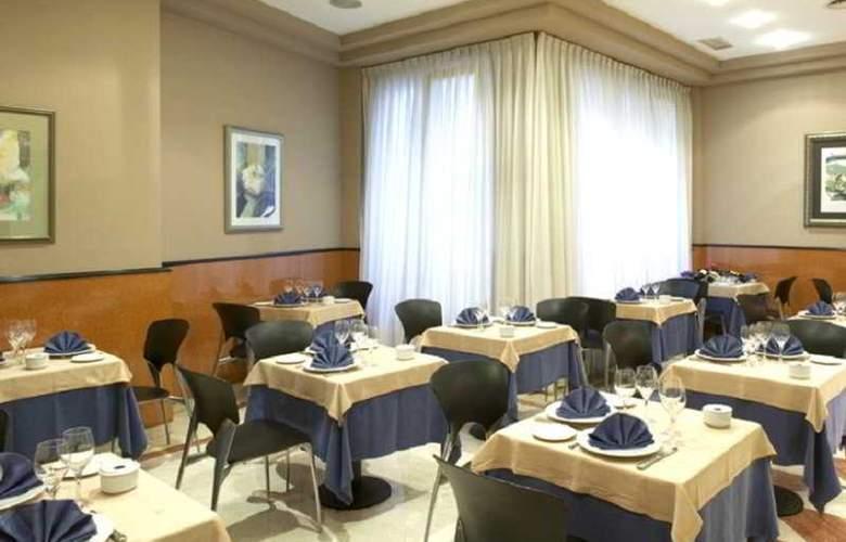 Hotel Sercotel Ciudad de Oviedo - Restaurant - 14
