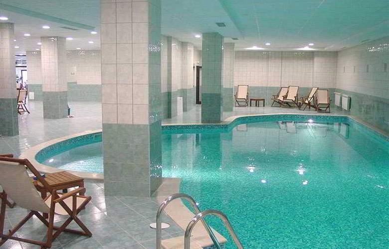 Persey Flora Apartments - Pool - 3