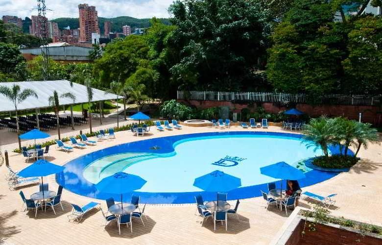 Dann Carlton Medellin - Pool - 16