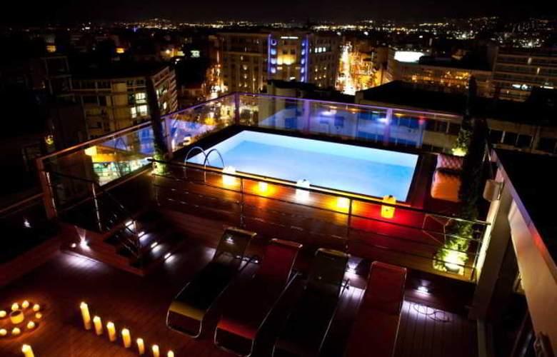 Novus Hotel - Pool - 16