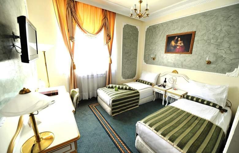 Queens Astoria Design - Room - 11