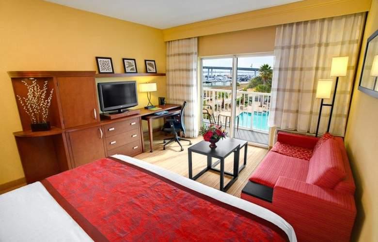 Courtyard Charleston Waterfront - Hotel - 1