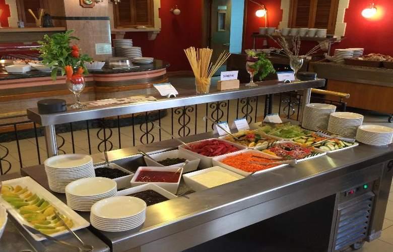 The San Anton - Restaurant - 19