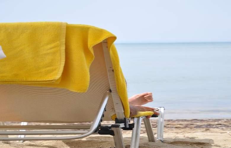 Golden Star Hotel - Beach - 27