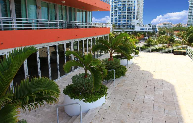 Hilton Bentley Miami Beach - Terrace - 12