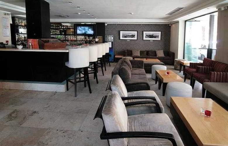 Urban Chic Boutique Hotel - Bar - 4