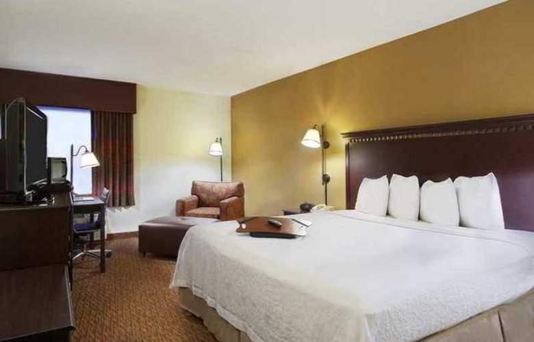 Hampton Inn Charlotte-University Place - Hotel - 3