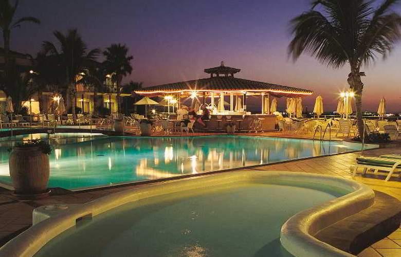 Vital Suites Residencia Salud & Spa - Pool - 6