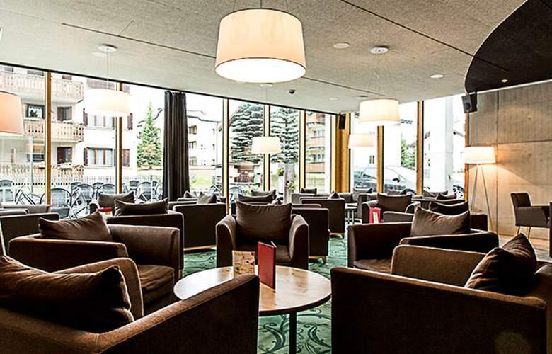 All in One Inn Lodge Hotel & Hostel - Bar - 19