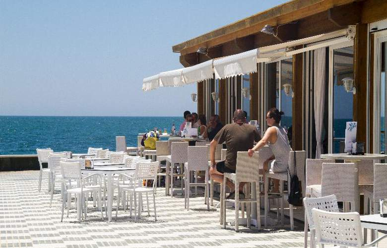 Playa De La Luz - Restaurant - 21