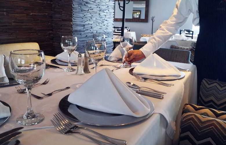 San Fernando Plaza - Restaurant - 37