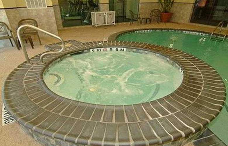 Comfort Suites (Beaumont) - Pool - 6