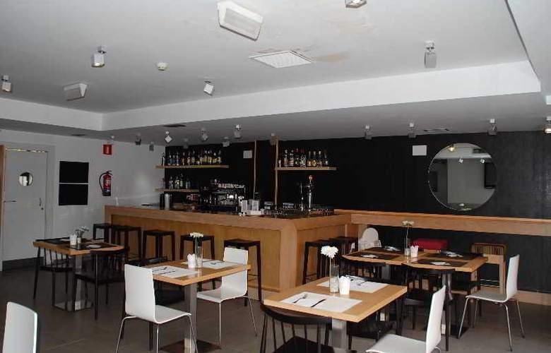 Eco Alcala Suites - Bar - 15