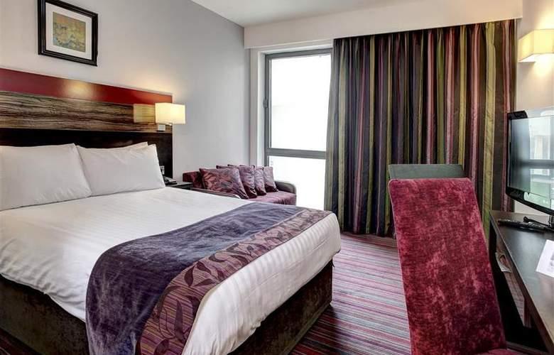 Clayton Cardiff - Room - 47