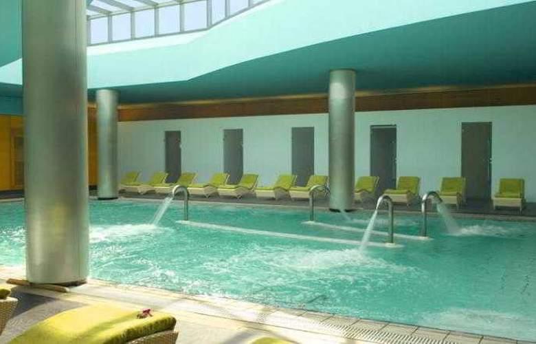 Hilton Kuwait Resort - Pool - 1