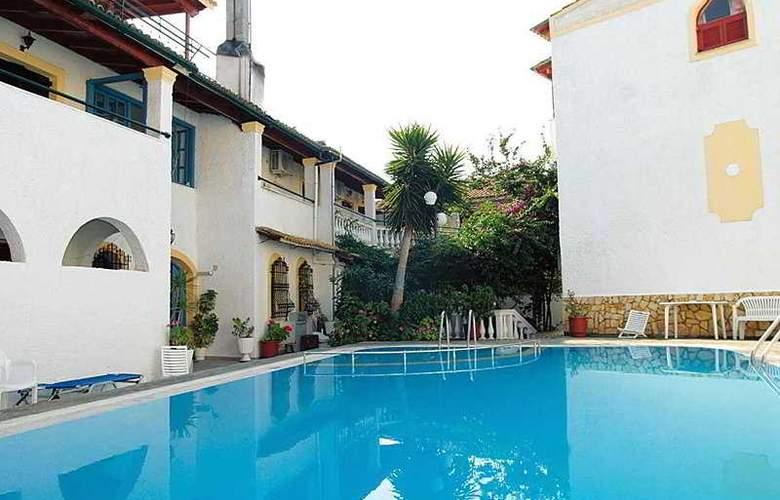 Bella Grecia Aparthotel - Pool - 4