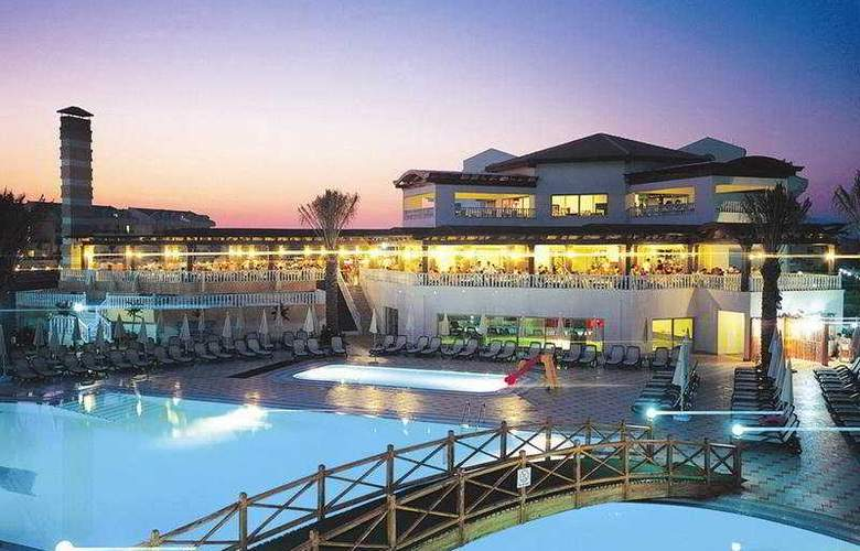Aydinbey Famous Resort - Hotel - 0