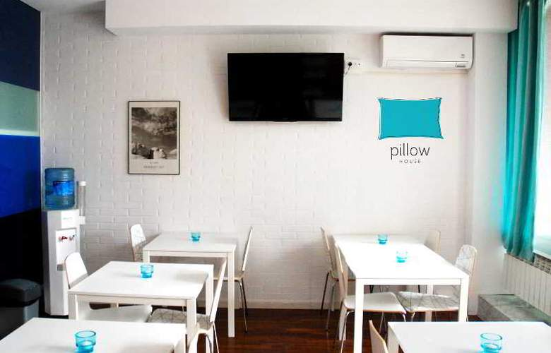 House by pillow - Restaurant - 13